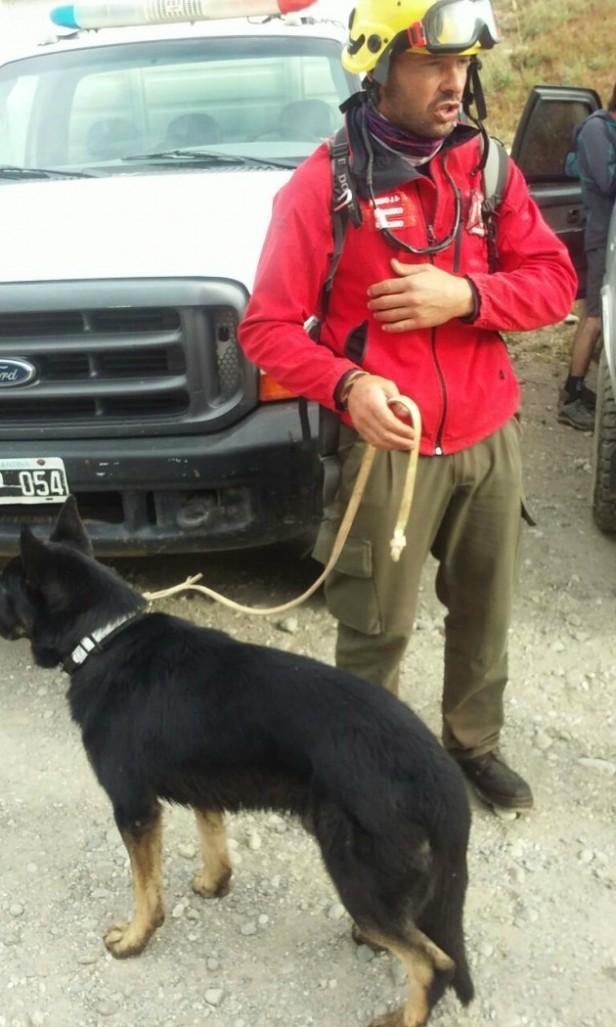 Con la ayuda de perros de Mendiolaza encontraron con vida a un andinista que estaba perdido en Bariloche