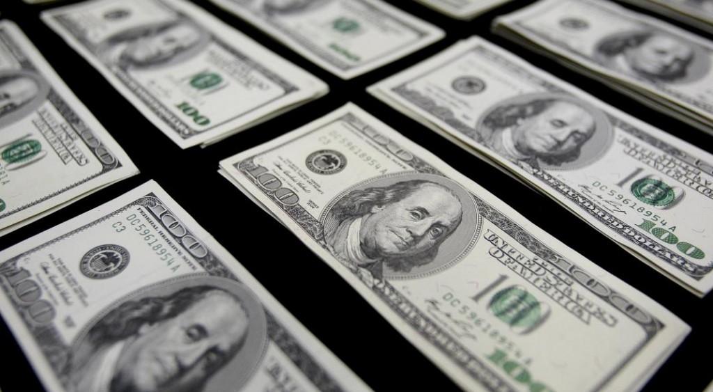 El dólar continúa en baja y cerró a $38,18