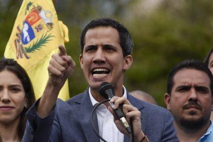 La Justicia venezolana prohibió a Guaidó salir del país y congeló sus cuentas