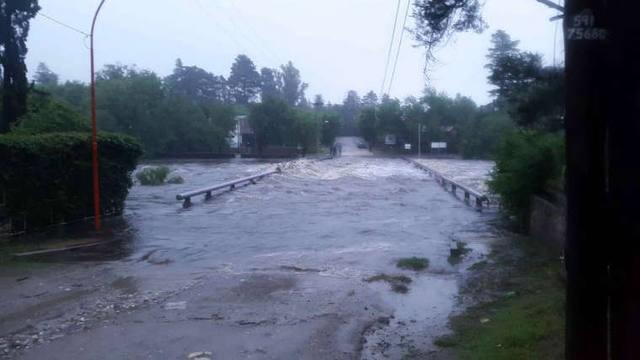 Advierten por crecidas en ríos tras el diluvio en Córdoba