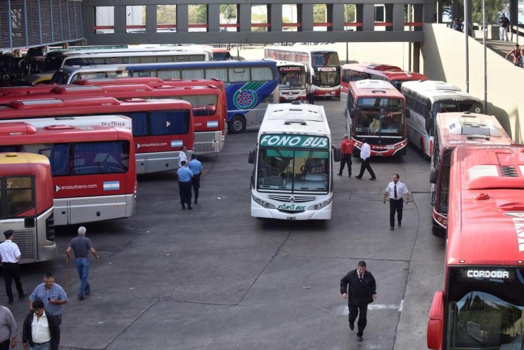 Hoy deciden si habrá restricción del servicio nocturno de interurbanos