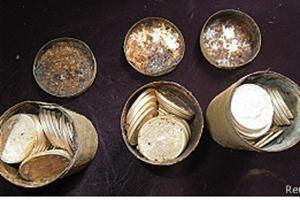 Una pareja encontró enterradas en su jardín monedas de oro por más de US$ 10 millones