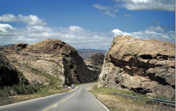 Iban ocho y desbarrancaron en Altas Cumbres: tres muertos