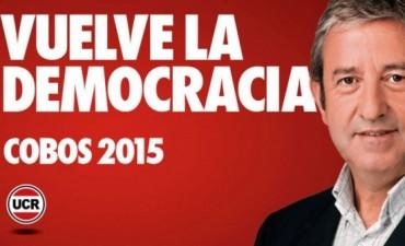 Una polémico afiche de Cobos contra el Gobierno hace arder las redes sociales