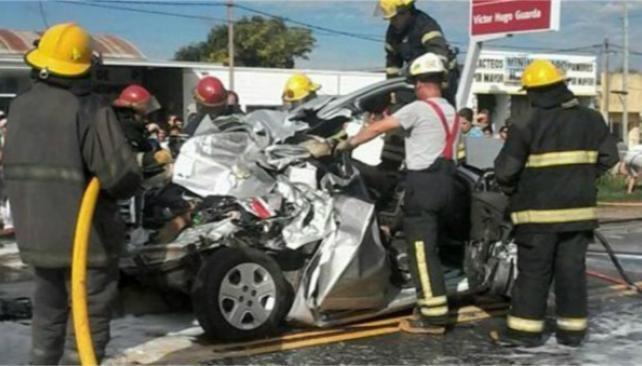 Un camión causó un choque fatal en el ingreso de Las Varillas