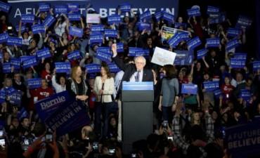 Batalla demócrata extremadamente pareja en Iowa: Hillary Clinton le ganó a Bernie Sanders por tres decimales