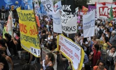 Protesta en Córdoba contra los despidos privados y estatales