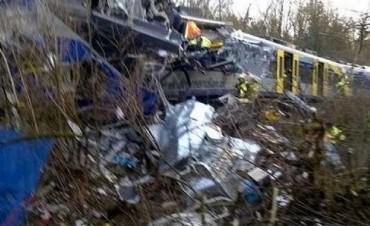 Ocho muertos y 150 heridos tras choque de trenes en Alemania