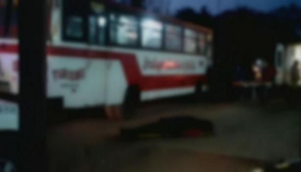 Una pasajera murió en un colectivo y los choferes dejaron el cuerpo al costado de la ruta