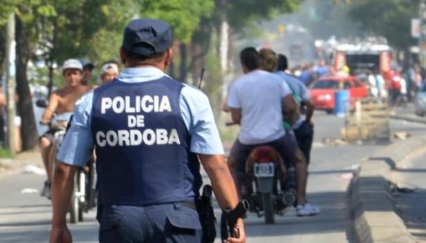 Detienen a policía cordobés acusado de asaltar a un automovilista