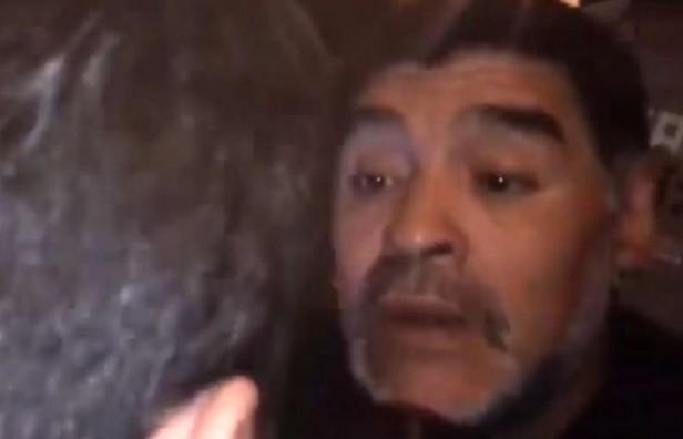 Maradona nuevamente haciendo estragos públicamente
