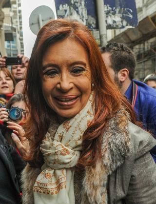 Fiscal le pide a Cristina y Parrilli que aclaren por los