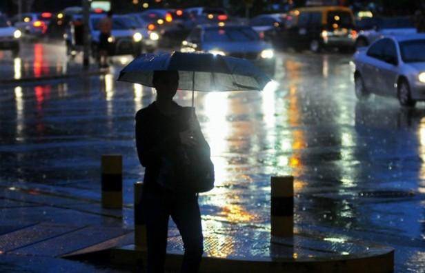 Rige una alerta por tormentas para la primera noche festivalera