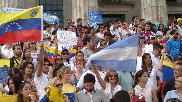 El Gobierno oficializó la flexibilización del trámite de residencia para ciudadanos venezolanos
