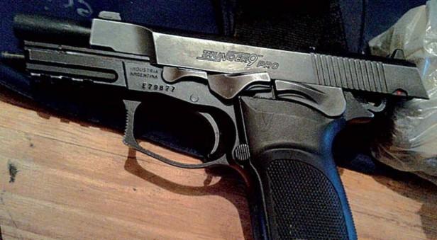 Una de las armas secuestradas en Nueva Córdoba había sido robada de Jefatura