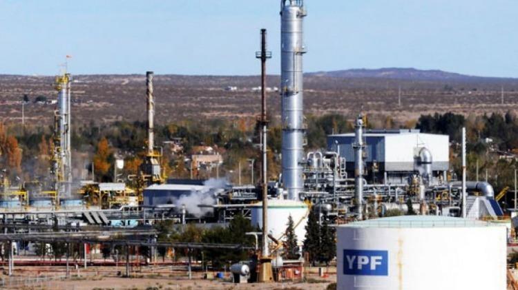YPF perderá $2.200 millones y adelantó que revisará sus inversiones