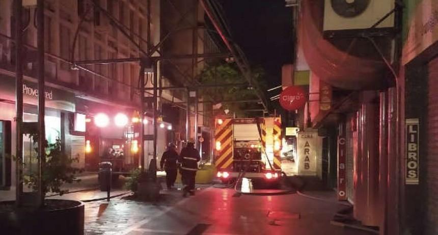 Incendio destruyó un bazar en la peatonal cordobesa
