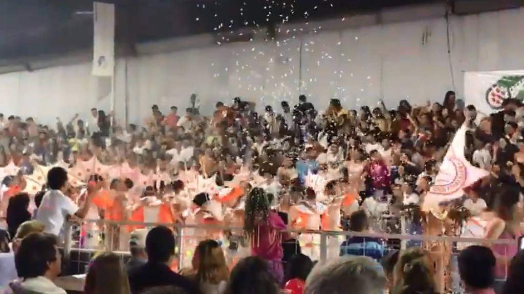 34 heridos al derrumbarse dos tribunas en los carnavales de Villa Santa Rosa