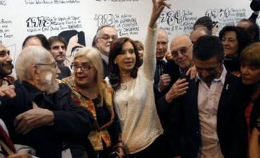 Lapidaria crónica en EE.UU. sobre la visita cultural de Cristina a París