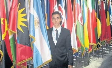 Tiene 17 años y presentó su proyecto de biodiésel en Dubai Joven promesa.
