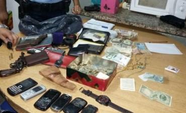 Cuatro detenidos acusados de un robo en barrio Los Plátanos
