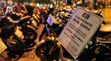 Ley antimotos: patente en el casco, chaleco y prohibición de andar de a dos