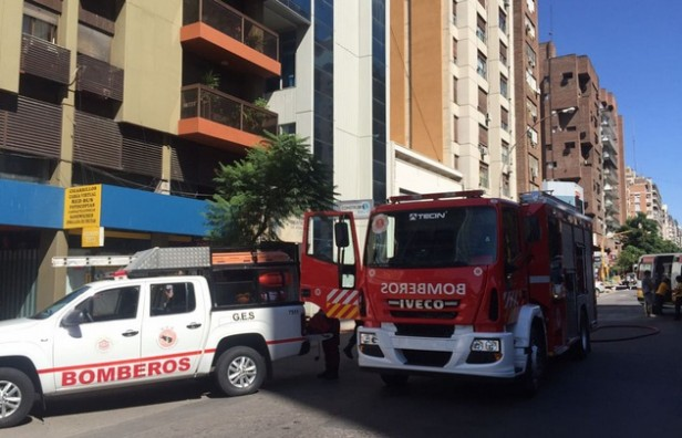 Murió un niño en el incendio de un departamento en Córdoba