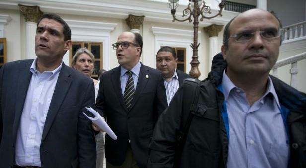 Denuncian un autogolpe de estado en Venezuela