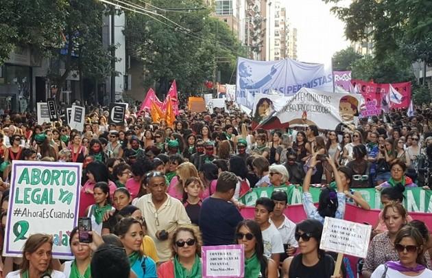 Mujeres marcharon por el centro de Córdoba