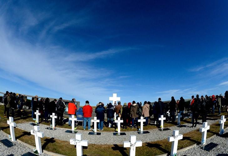 Prohibieron banderas argentinas en el cementerio de Malvinas