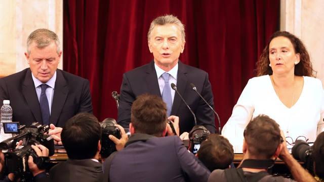 Macri anunció un aumento del 46% de la AUH