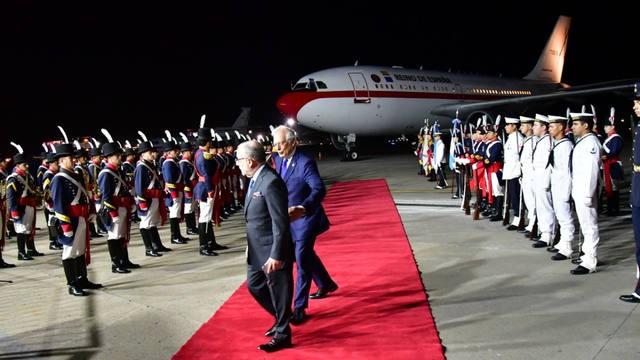 Los reyes de España llegaron y sufrieron una insólita demora en el aeropuerto
