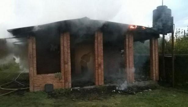 Murió el jóven que agredió a su pareja e incendió la casa