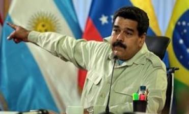 Maduro se reúne hoy con la oposición e invitó al Vaticano