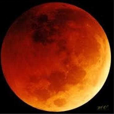 Una luna sólo para quienes madrugaron
