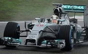 Hamilton siguió con su costumbre de hacer la pole