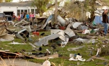 Ascienden a 12 los muertos por varios tornados en los EEUU