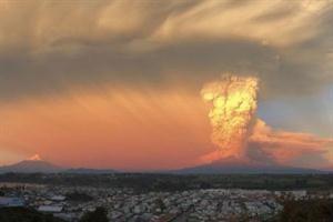 Tras 43 años de inactividad Entró en erupción el volcán chileno Calbuco