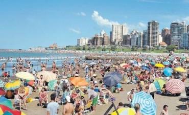 Mar del Plata: un día de playa impensado en pleno abril, con 30° de máxima