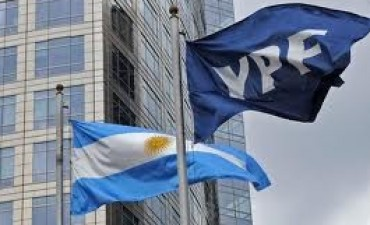 Un fondo buitre inició una demanda millonaria contra la Argentina por la expropiación de YPF