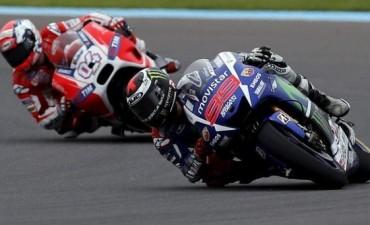 En un final infartante, Rossi se quedó con el Moto GP