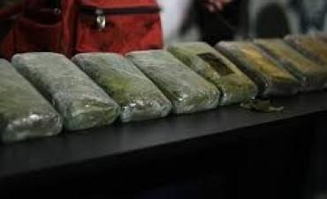 Encontraron 35 kilogramos de marihuana en Bª Jardin de Epicuro