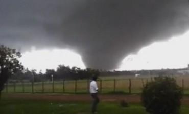 Impactante tornado dejó tres muertos en Uruguay