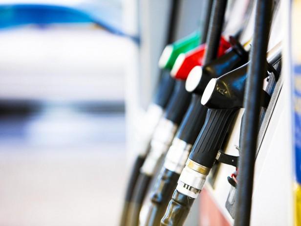 Esperan leve ajuste en el precio de los combustibles