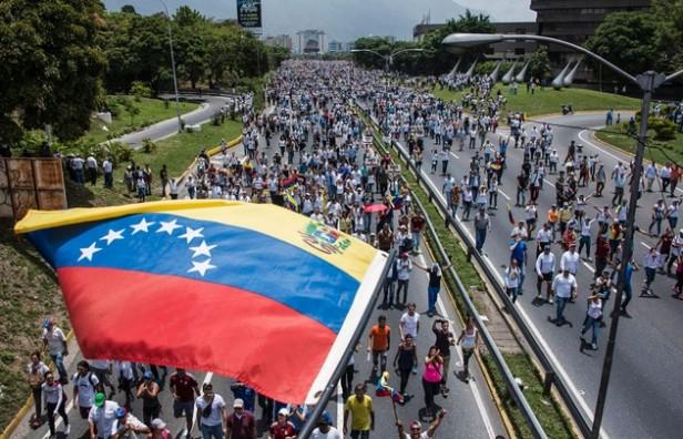 Murió baleado un joven en la masiva marcha en Venezuela
