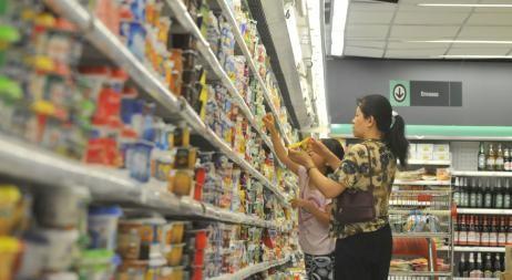 Los alimentos y las bebidas aumentaron casi el doble que la indumentaria
