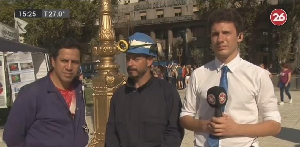 Mineros de Río Turbio instalaron una carpa de protesta frente al Congreso