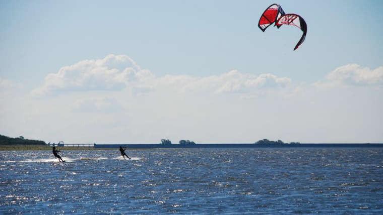 Un joven deportista murió practicando kitesurf en Los Molinos