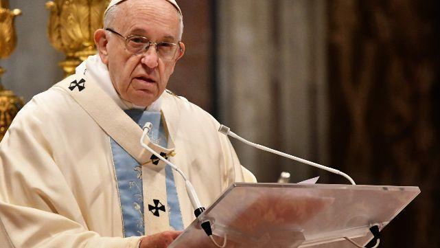 El Papa habló con Macron y expresó su