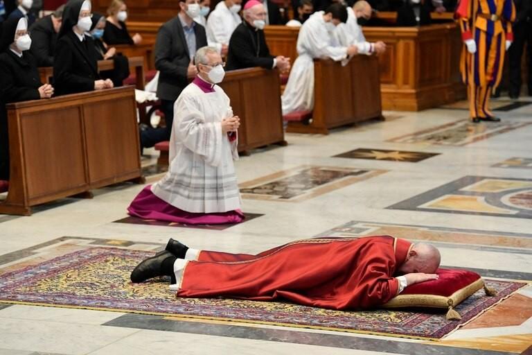 Viernes Santo: conmovedor Vía Crucis del papa Francisco hecho por chicos